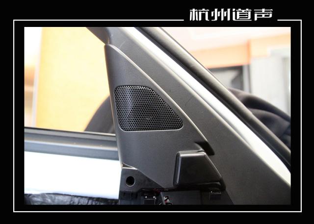 根据车主的需求,杭州道声的改装技师,将汽车的前声场喇叭,替换成了美国钻石D365 三分频套装喇叭,它的高频部分高亢亮丽,极具穿透力。中音部分丰富饱满,尤其是对人声部分还原度很高。而中低音部分下潜力度很深,将音乐的力量感给完全彰显了出来。而且经过分频器的合理调节,可以让音乐各个频段衔接自然,为车主带来理想的听音体验。